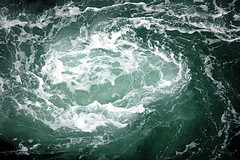 Ocean vortex or whirlpool.  Photograph of an ocean Whirlpool, or Vortex.  This icon represents Dam-Atolls vortex, which transfers energy to a turbine.  Title:  Water spiral.  ©JoeCollver; JoeCollver references a user id on Flickr.  Image used with his kind permission.  Flickr address:  http://www.flickr.com/photos/joecollver/43405323/; Flickr location:  http://farm1.static.flickr.com/25/43405323_869c05f64f_m.jpg