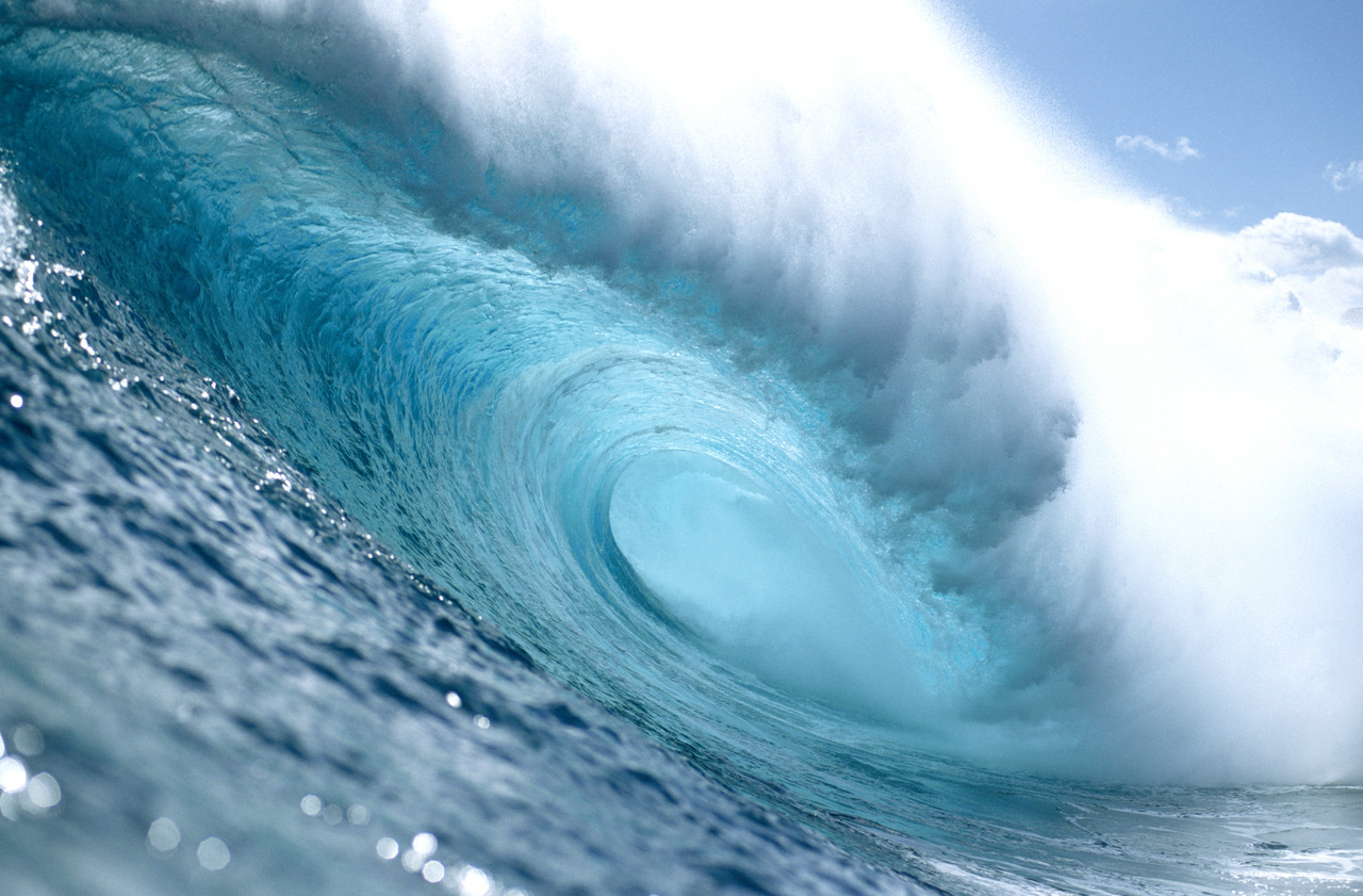 Wave.  Photograph of a wave with rather impressive energy.  This icon represents the wave energy captured by Dam-Atoll.  Title:  40' Closeout.  ©doctor john; doctor john references a user id on Flickr.  Image used with his kind permission.  Flickr address:  http://www.flickr.com/photos/14171306@N00/29338513/;  Flickr location: http://farm1.static.flickr.com/22/29338513_006833c5e2_m.jpg